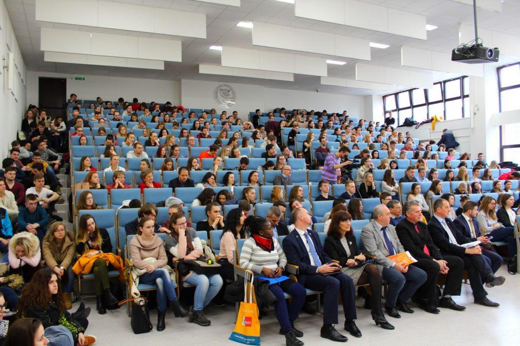 Účastníci v aule DATALAN